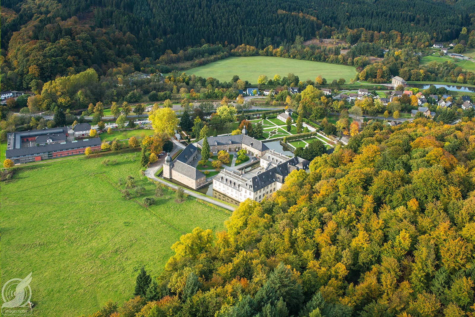 Aerial view of Castle Ehreshoven from above