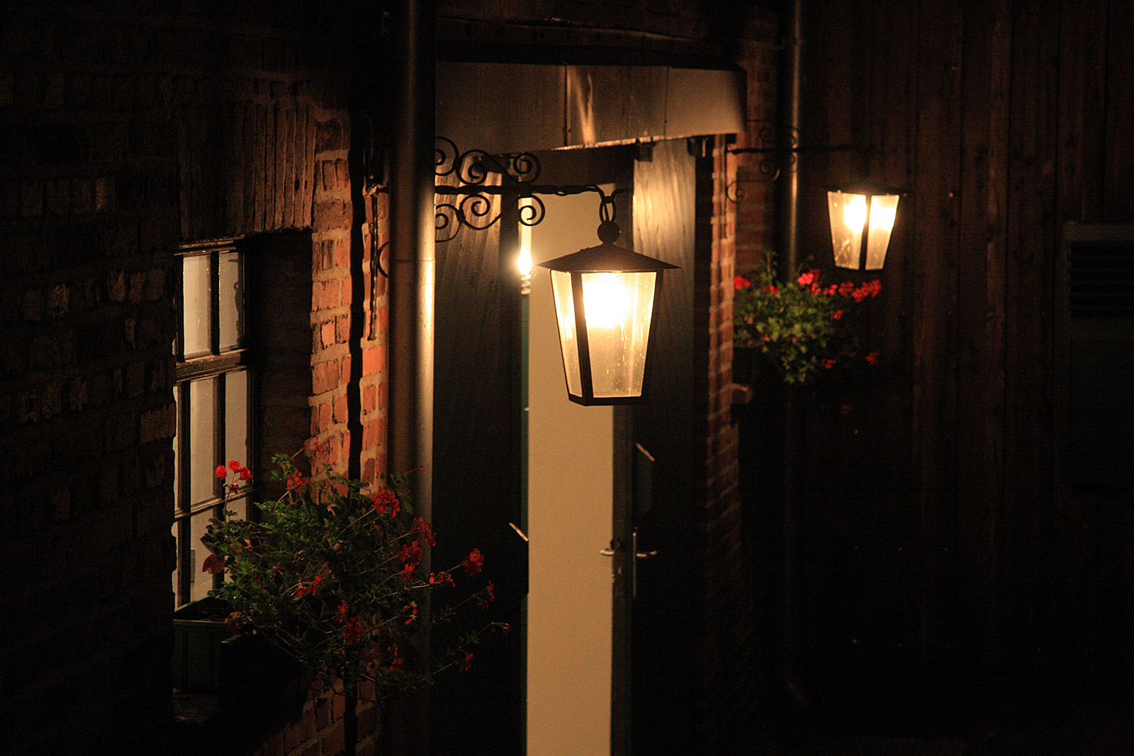 Lanterns at the Shed at Gut Forkscheid at evening event for companies near Cologne