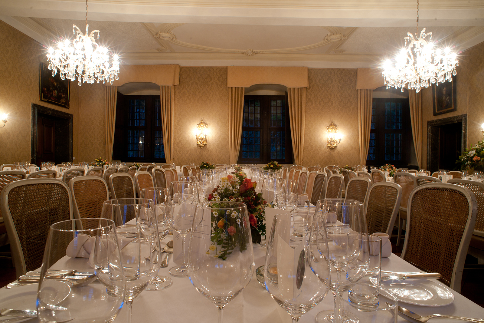 Romantic wedding and event at Schloss Ehreshoven in Engelskirchen